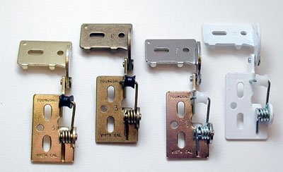Choosing Knobs and Hinges for Kitchen Cabinets