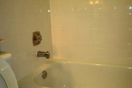 A Tub Surround Tile Installation - Tiling around Tub