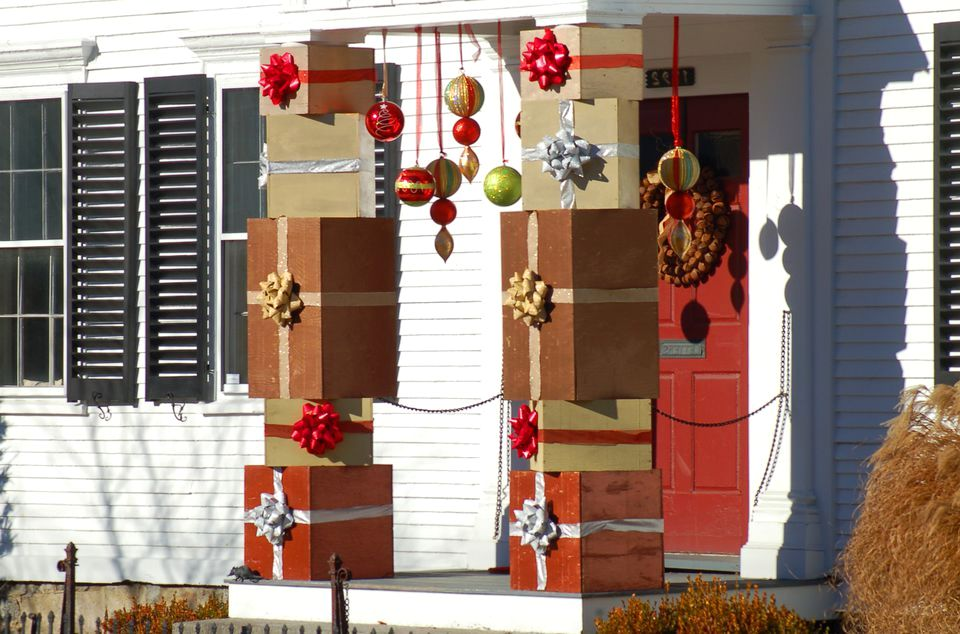 Christmas Gifts Decorating Theme - Front Porch Christmas Decorating Ideas