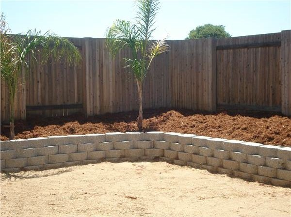 DIY Garden Retaining Walls Made of Interlocking Blocks - How to Build a Retaining Wall