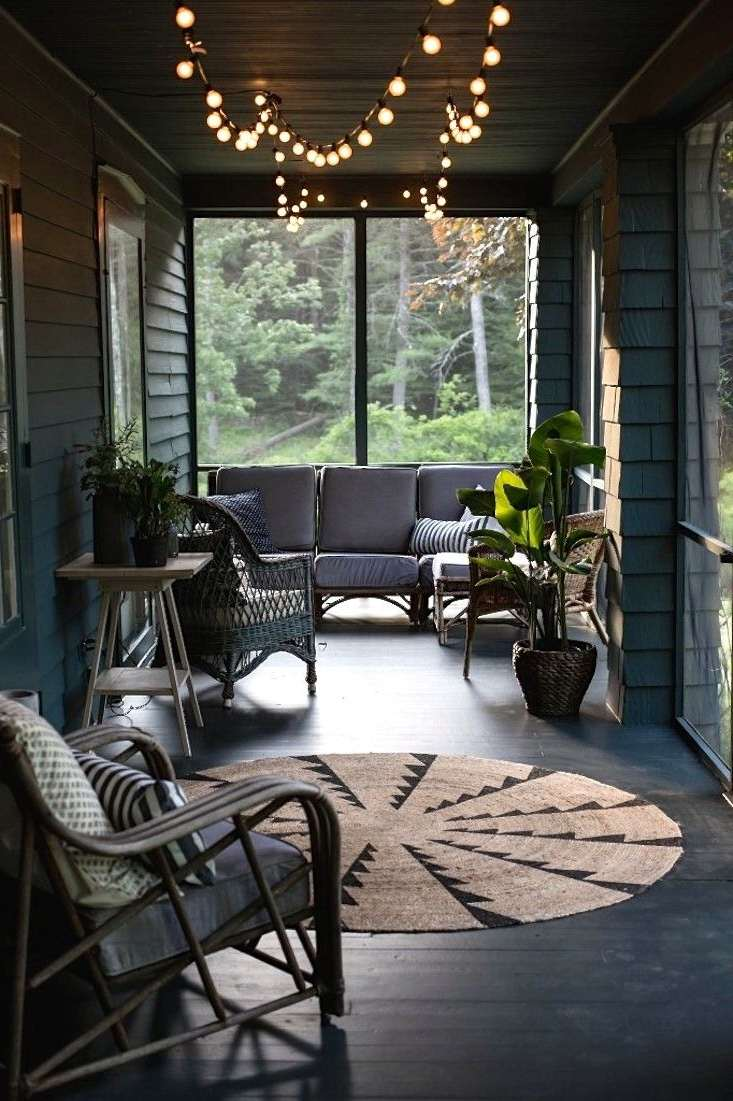 Liven Up Your Screened-In Porch or Deck with Summer Style - Decorating a Screened Porch