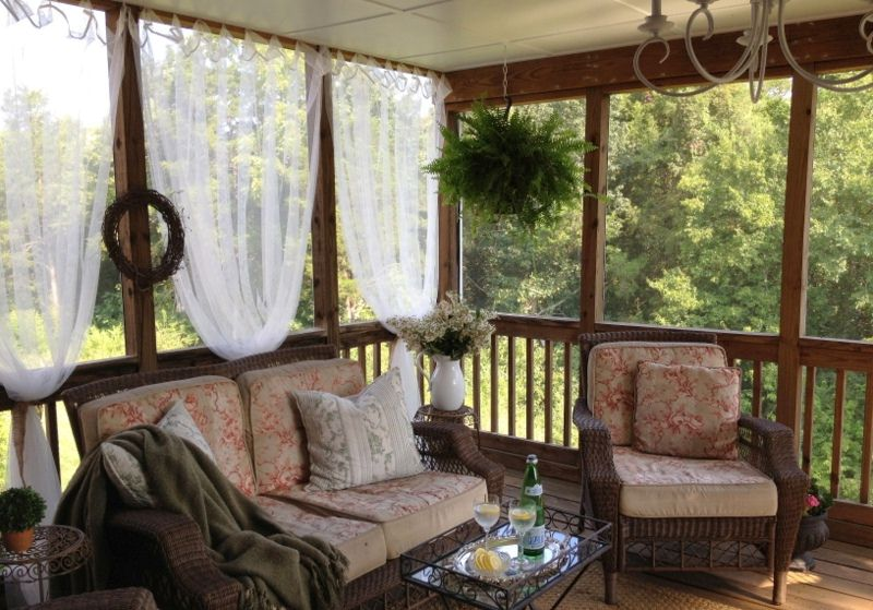 Decorating a Screened Porch: Ideas That Say You