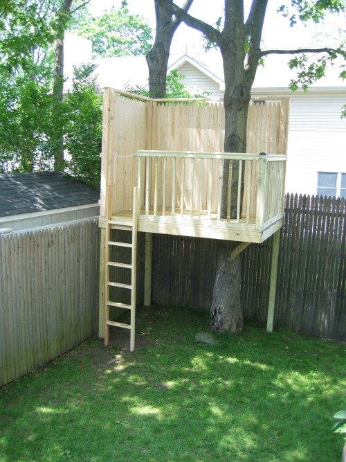 DIY Picket Tree Fort