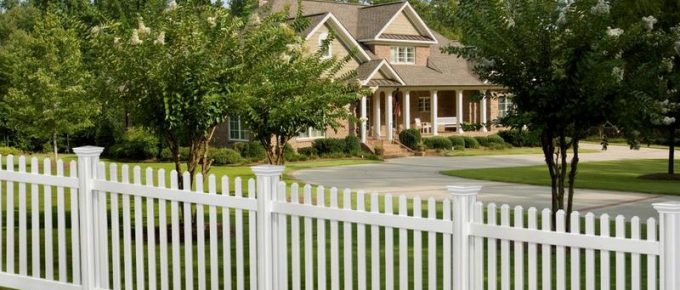 Wood Fences vs. Vinyl Fences: Which are Cheaper and Why
