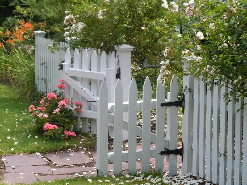 Wood Fences - Wood Fences vs. Vinyl Fences: Which are Cheaper and Why