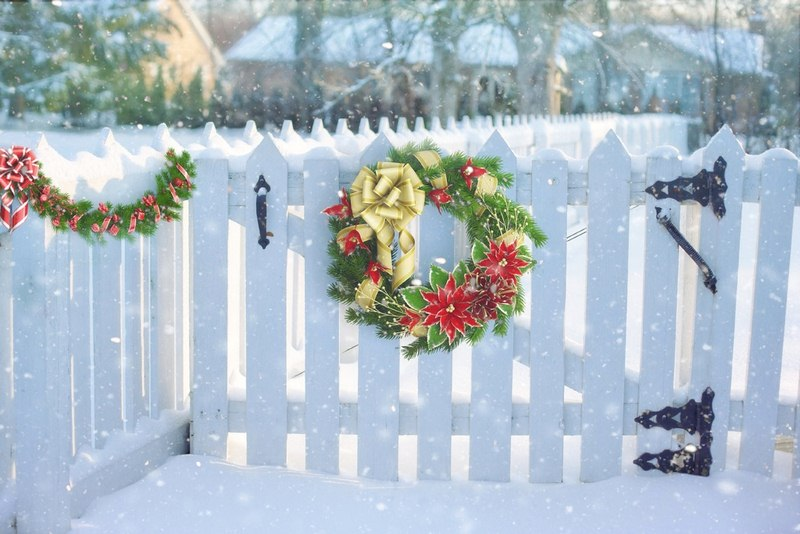Natural Christmas Wreaths - Classic Outdoor Christmas Decor