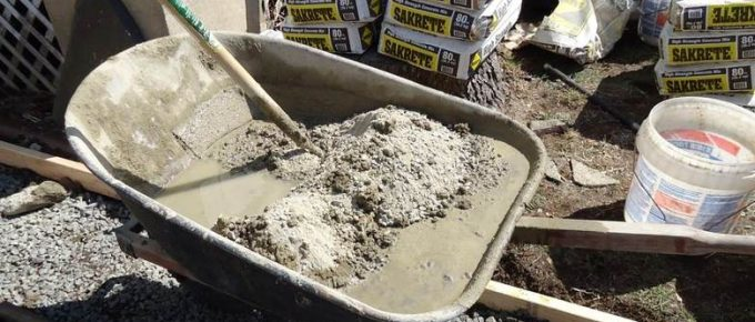 Mix Lime Mortar and Sand for Bricklaying