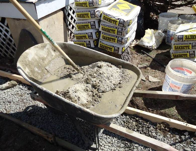 Mix mortar for bricklaying