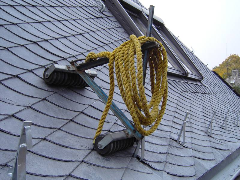 Signs That You Need Roofing Maintenance Work