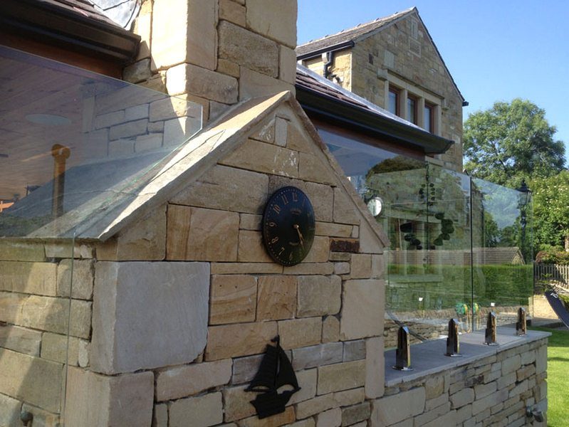 Top Benefits of Incorporating Glass Balustrades in Your Home Design