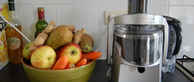 Know How to Use a Juicer – Both Electric and Manual