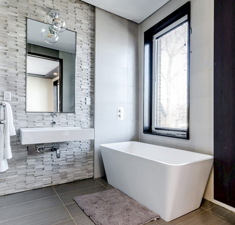 Image - 8 Simple Space-Saving Tips for Small Bathrooms