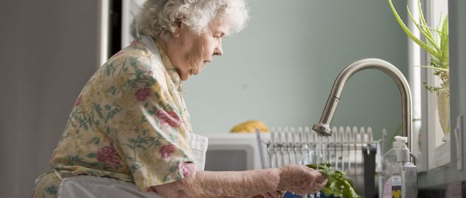 Elderly Independent Living: Tips to Find the Right People to Help the Elderly with Household Jobs