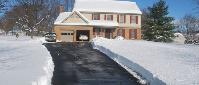 5 Tips for Elderly People to Blow Snow from Your Driveway