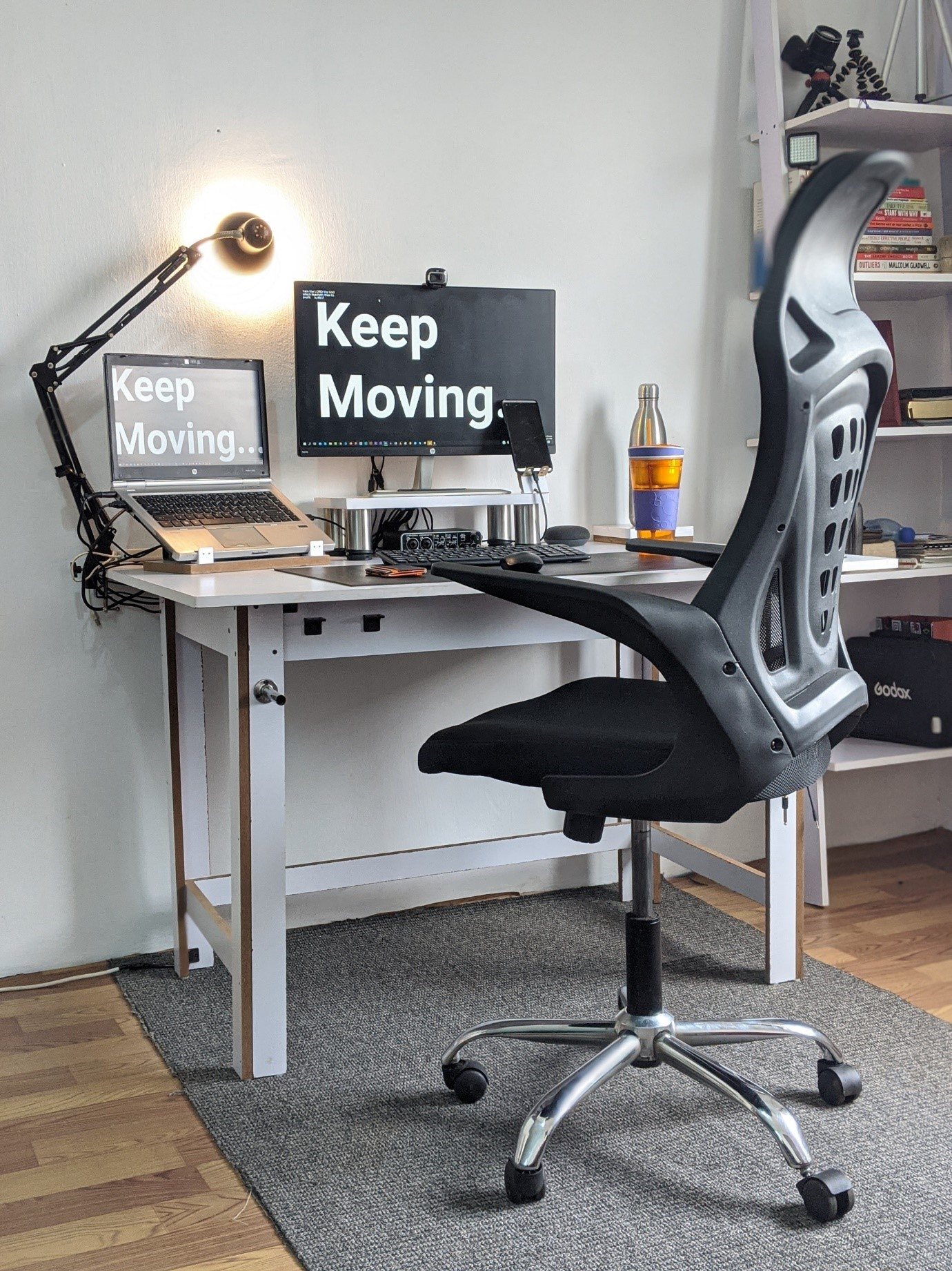 image - Find a Good Working Desk for Your Room Office Place