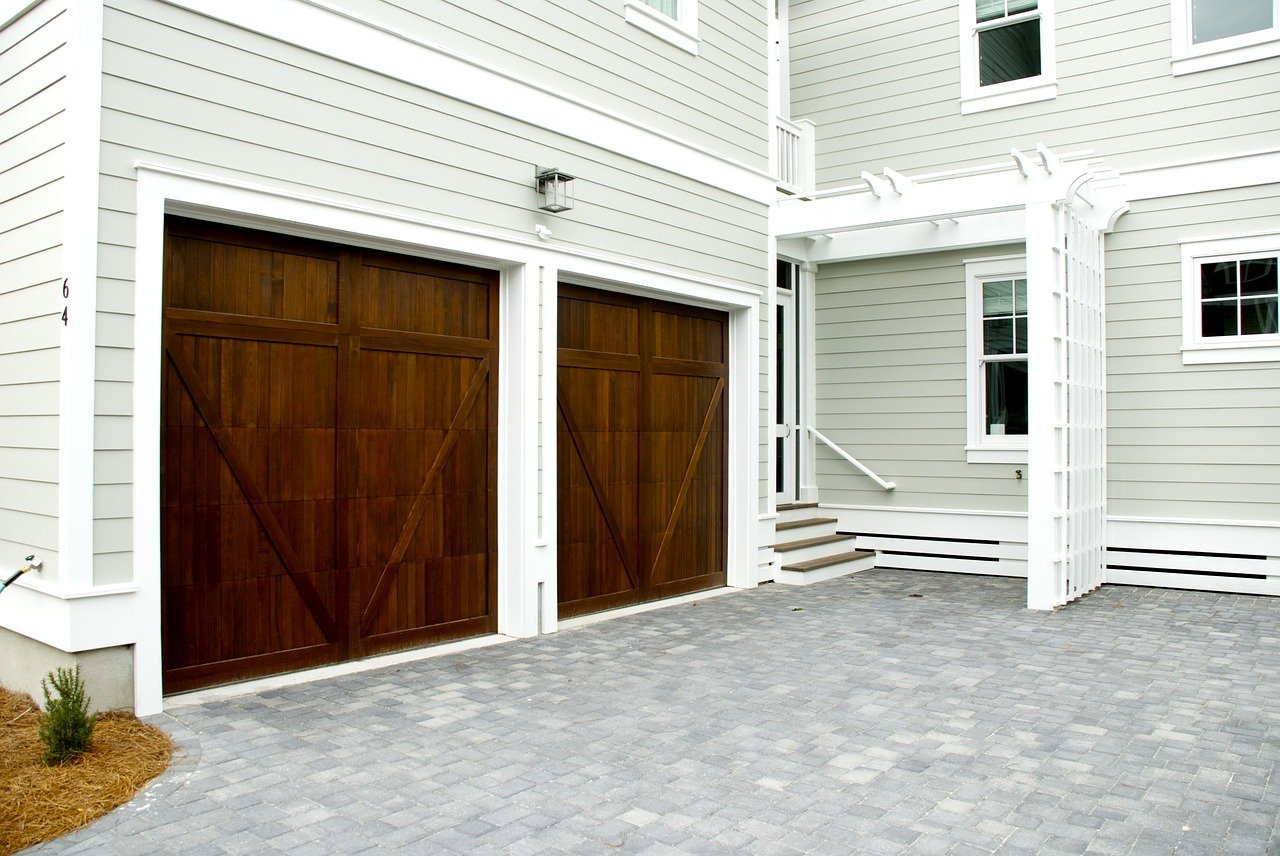 image - What Features are Available When Building a Garage
