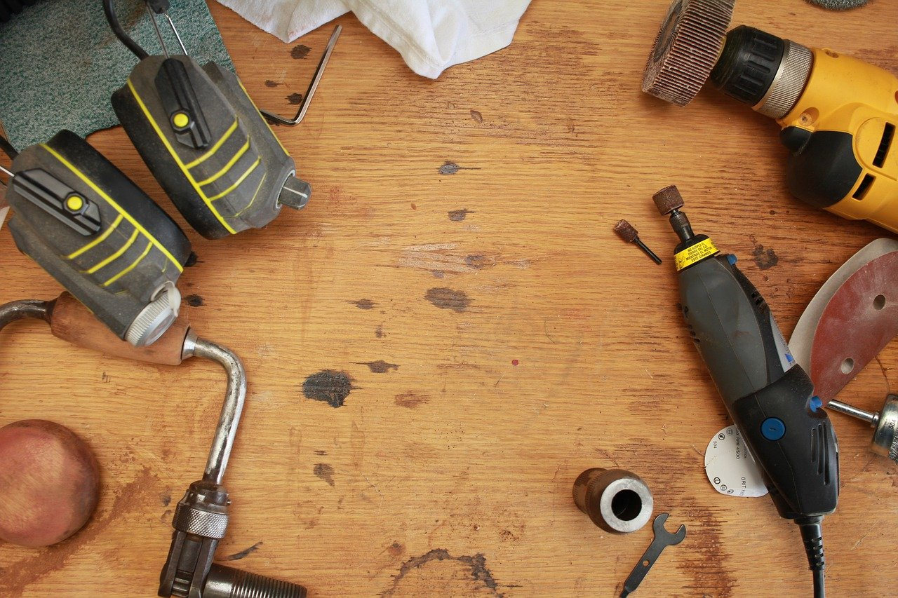 image - Hand Tools vs. Power Tools for Beginners