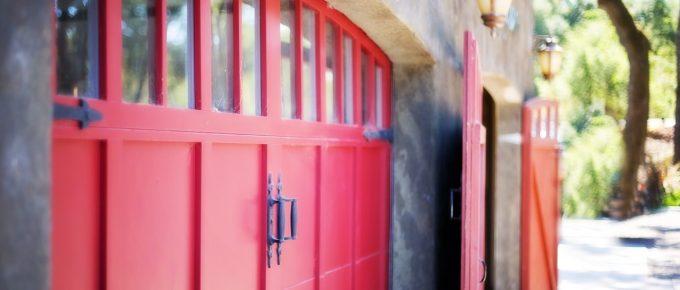 Importance of Hiring A Garage Door Repair Service