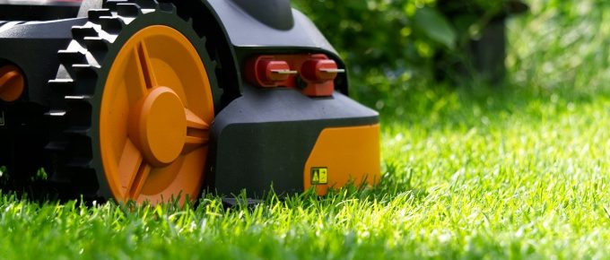 How Does a Robot Lawn Mower Work?