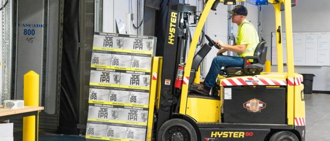 4 Tips for Hiring the Right Forklift for Your Warehouse