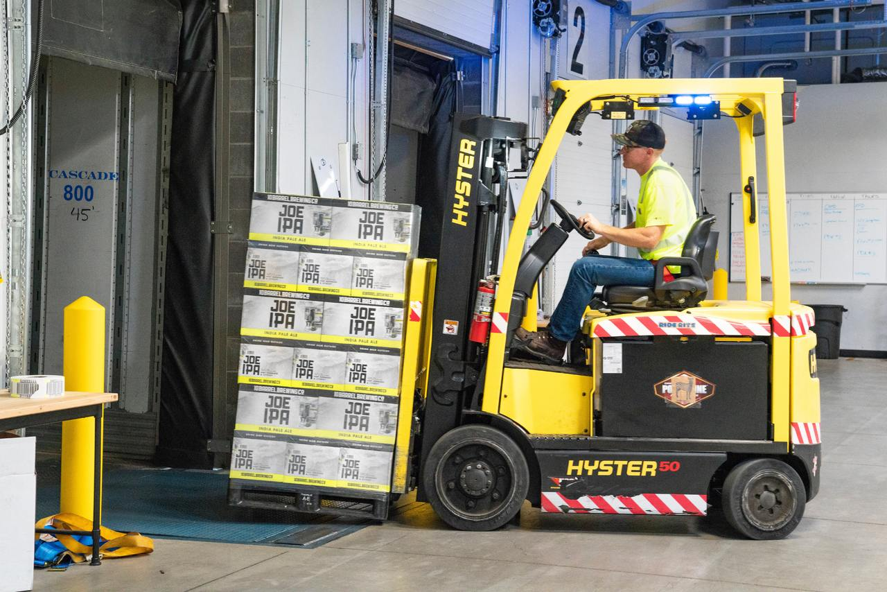 image - 4 Tips for Hiring the Right Forklift for Your Warehouse