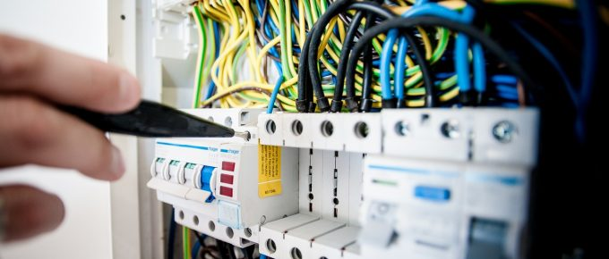 What You Need to Know About a Commercial Electrician