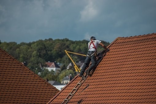 image - Seven Important Reasons Why You Should Hire a Professional Roofer [Los Angeles]