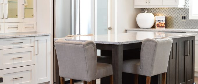 How Career-Driven People Can Choose the Perfect Minimalistic Marble Dining Table