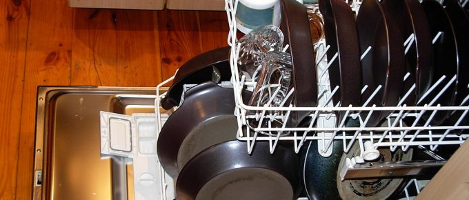 How to Shop for the Best Commercial Dishwasher: Things to Look for